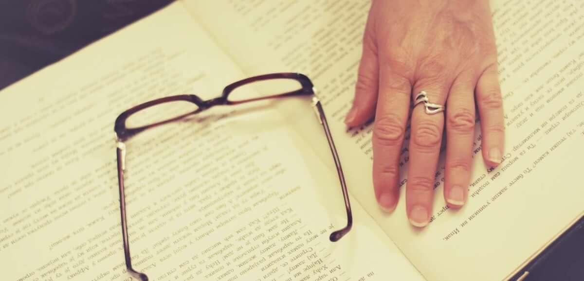 本を読む (1)